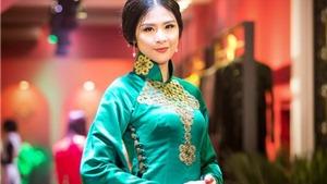 Hoa hậu Ngọc Hân đẹp huyền bí với áo dài cổ của NTK Phương Anh