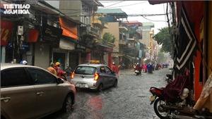 Miền Bắc mưa dông, miền Trung có nắng nóng 37 độ C