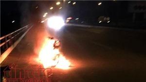 Thanh niên đốt xe máy, nhảy cầu tự tử nhưng không chết vì... biết bơi
