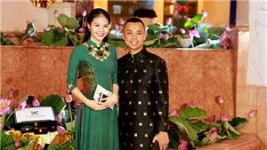 Kiện tướng Chí Anh diện áo dài dát vàng, sánh đôi cùng vợ kém 20 tuổi
