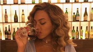 Tranh cãi nảy lửa quanh ảnh Beyonce tiệc tùng sau sinh