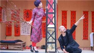 Nở rộ 'áo dài cách tân': 'Mặc áo dài với váy là cách mặc của các cô gái Trung Quốc!'