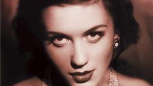 Dựng lại vở opera 'Powder Her Face': Nữ công tước tai tiếng vì ảnh 'tự sướng'