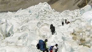 Đổi mạng sống cho giấc mơ lên đỉnh Everest