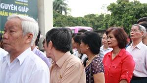 Người Hà Nội xếp hàng thăm triển lãm về Đại tướng Võ Nguyên Giáp