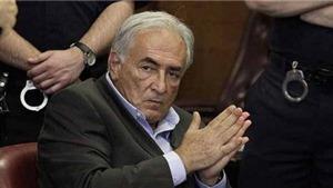 Cựu giám đốc IMF kiện hãng phim Mỹ về tội phỉ báng
