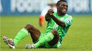 KINH HOÀNG: Tuyển thủ Nigeria bị đồng đội sút bóng gãy đôi xương tay