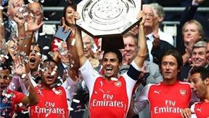 CHÙM ẢNH: Arsenal giành Siêu Cúp nước Anh, Cazorla 'tự sướng' với Monreal