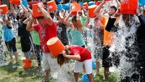 Quỹ từ thiện của trào lưu dội nước đá đã chạm mốc 100 triệu USD