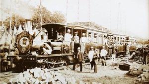 Bài 4: Những design công nghiệp đầu tiên - Máy ảnh và xe lửa