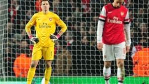 Koscielny, Szczesny lập kỷ lục 'biếu' penalty đáng buồn