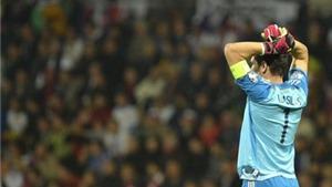 Iker Casillas mắc sai lầm trước Slovakia: Đáng thương hơn đáng giận?