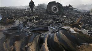 Tìm thấy mảnh vỡ nghi của tên lửa bắn rơi MH17: 'Vết thuốc súng' sẽ xác định ai là kẻ có lỗi