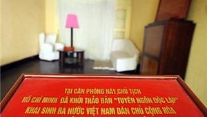 Thăm cụ Hoàng Thị Minh Hồ và nơi Bác Hồ viết Tuyên ngôn Độc lập