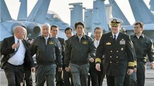 Thủ tướng Nhật Bản lần đầu lên tàu sân bay Mỹ, cổ súy 'chủ nghĩa hòa bình tích cực'