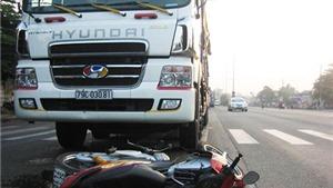Xe máy đâm trực diện xe tải, hai người chết