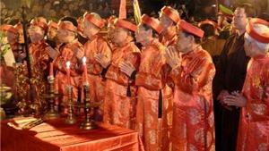 Cướp lộc ở đền Trần: Tại sao nhiều người không sợ thánh thần?