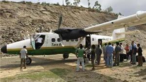 Máy bay mất tích tại Nepal bị thiêu rụi, các thi thể nằm rải rác