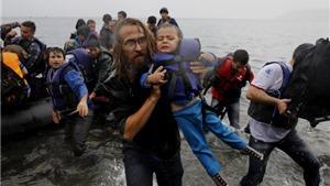 Hai thuyền chở người tị nạn bị lật, 18 người chết
