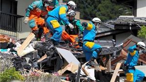 CHÙM ẢNH Động đất tại Nhật Bản: Chạy đua với tử thần tìm kiếm sự sống