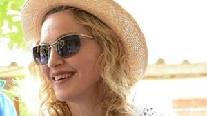 Madonna đối mặt với cuộc chiến giữ con nuôi