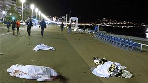 CHÙM ẢNH: Cảnh tượng đẫm máu, xác người nằm la liệt trong vụ tấn công ở Nice, Pháp