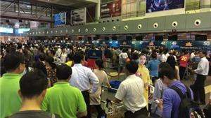 Từ sự cố sân bay tới thói quen xếp hàng