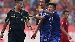 Đình chỉ nhiệm vụ trợ lý trọng tài 'cướp trắng' bàn thắng của QNK Quảng Nam