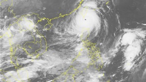 Bão số 5 gây gió giật cấp 17 trên biển Đông, biển động dữ dội