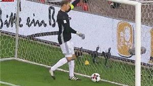 HÀI HƯỚC: Manuel Neuer tự sút bóng trúng mặt mình