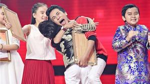 Giọng hát Việt nhí: Người nhảy nhót 'PHÁT CUỒNG' khi Nhật Minh giành Quán quân là ai?