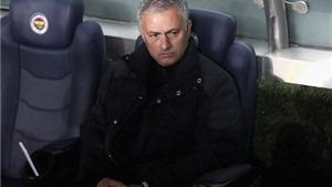 Sau 16 trận, Mourinho thiết lập kỷ lục tệ hơn cả Moyes, Van Gaal