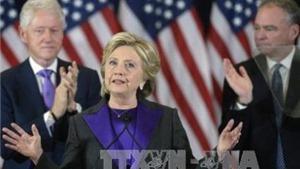 Bà Clinton vẫn còn cửa vào Nhà Trắng