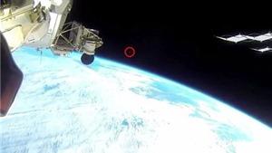Xôn xao vì 'vật thể lạ' trong video trực tiếp từ trạm vũ trụ ISS