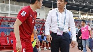 HLV Hữu Thắng đau đầu vì trung vệ, HLV Kiatisuk hướng tới top 10 châu Á