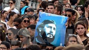 21 loạt đại bác trang nghiêm CHÍNH THỨC bắt đầu Lễ viếng lãnh tụ Fidel Castro