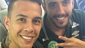 VIDEO: 'Tự sướng' trên máy bay của các cầu thủ Brazil: Lời chào định mệnh?