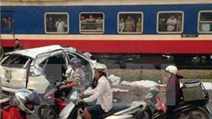 Nam Định: Tàu hỏa đâm ô tô trên cung đường 'tử thần'