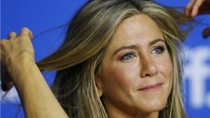 Brad Pitt mời vợ cũ Jennifer Aniston ăn tối khi cô đang đi nghỉ cùng chồng