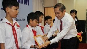 Tết Đinh Dậu: Giúp sinh viên về quê, làm thêm...