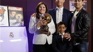 Hàng loạt huyền thoại chúc mừng Ronaldo giành Bóng vàng ngoại trừ…