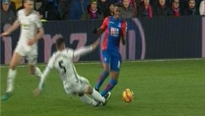 Rojo tiếp tục thoát thẻ đỏ khi vào bóng bằng 2 chân, Mourinho nói gì?