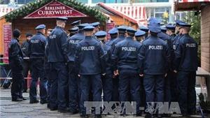 Cảnh sát Đức bao vây cửa hàng nơi nghi phạm lái xe khủng bố ẩn náu
