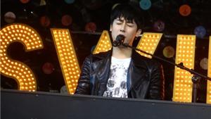 Rocker Nguyễn 'thân chinh' đệm đàn, hát cho fan Thủ đô