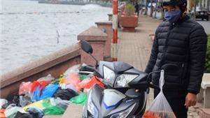 Hồ Tây - Linh Đàm ngập rác ngày tiễn Táo quân về trời