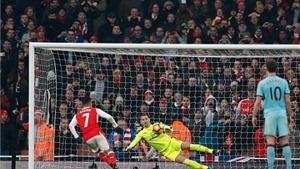 CẬP NHẬT tối 25/1: Man United nhắm sao của Milan. Arsenal đổi người với Juventus