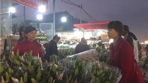 Cận Tết, hoa tươi 'tăng giá theo giờ', người mua cần 'tỉnh táo'