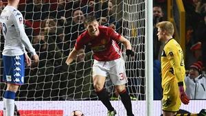 Man United 4-0 Wigan: Schweinsteiger và mốc son ngày trở lại