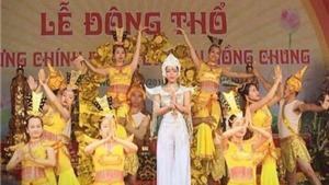 Ca sĩ Hà Linh: Đi lễ chùa gặp nhiều 'áo dài cách tân' ren rúa
