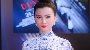 Kim Tuyến đẹp như Búp bê sứ ra mắt phim 'Linh duyên'
